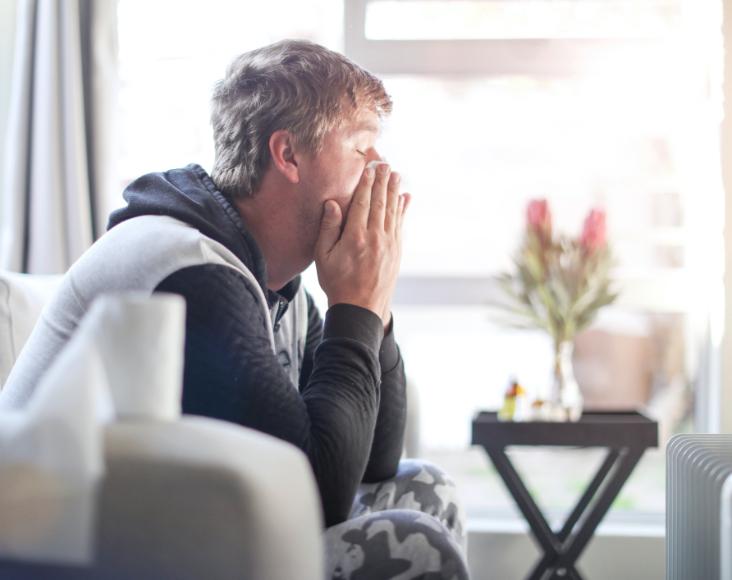 Síntomas de la covid-19: Dolores y molestias, congestión nasal, dolor de cabeza, conjuntivitis